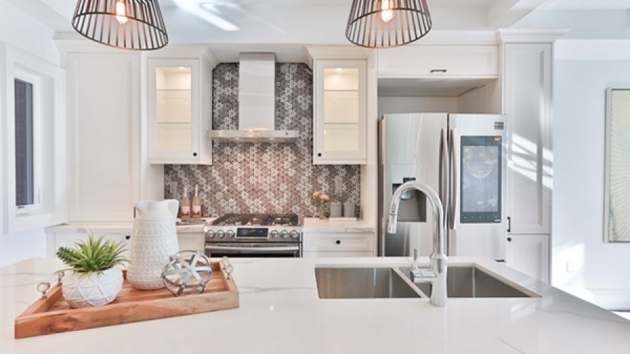 Kitchen with floral backsplash